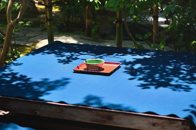 Ceremonia de té en el jardín japonés, Kyoto Japón imagen de archivo libre de regalías