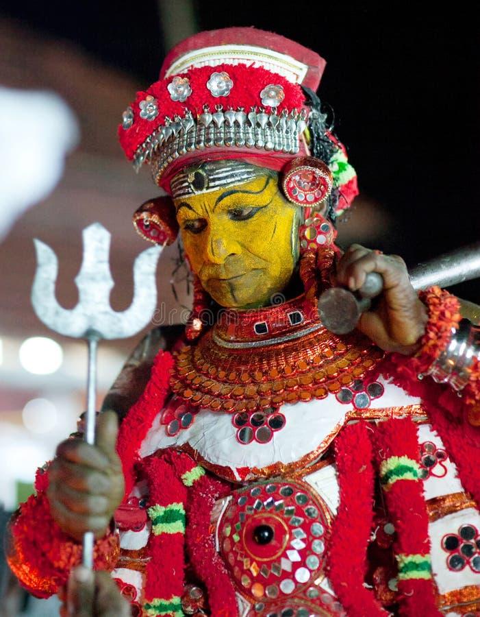 Ceremonia de Theyyam en el estado de Kerala, la India del sur imagen de archivo