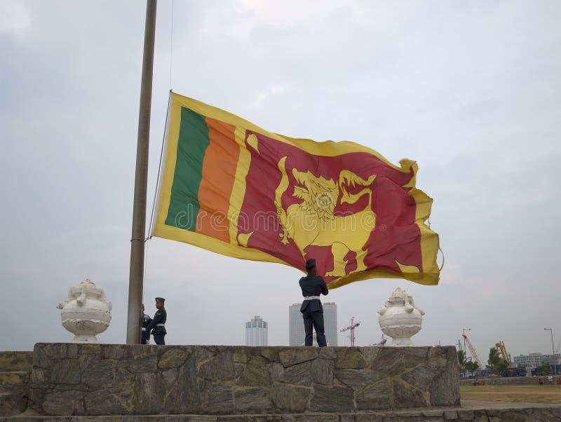 Ceremonia obniżać flaga państowowa w wieczór Sri Lanka, Kolombo fotografia royalty free