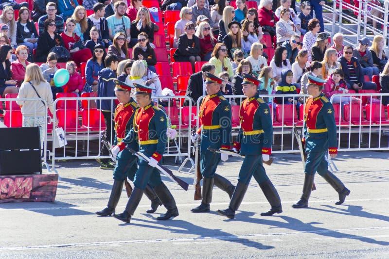 Ceremonia rusa de abrir desfile militar en Victory Da anual imagen de archivo