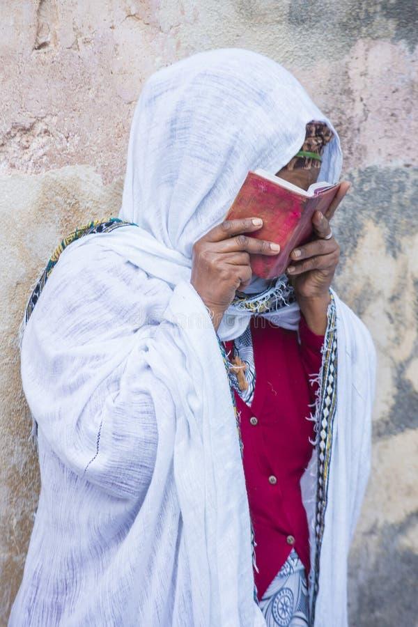 Ceremonia santa etíope del fuego imagenes de archivo