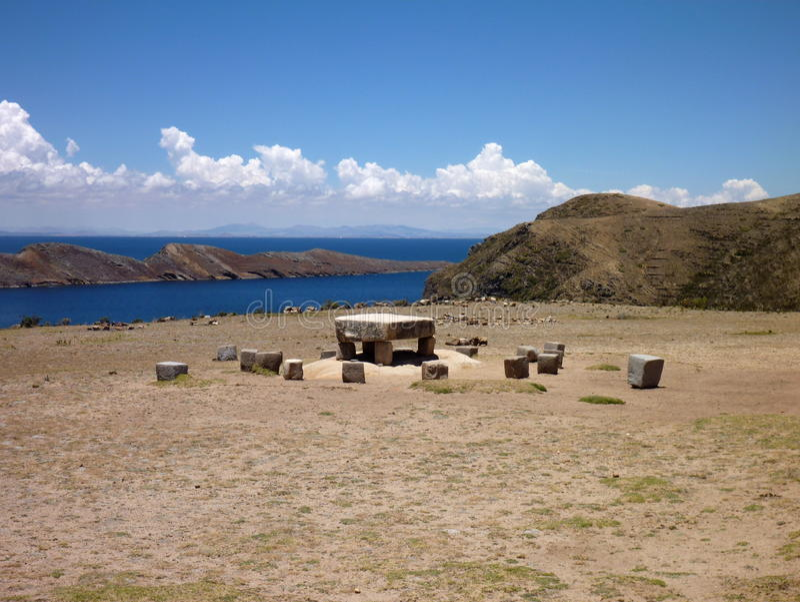 Ceremonial do Mesa em isla del solenoide no titicaca do lago foto de stock royalty free