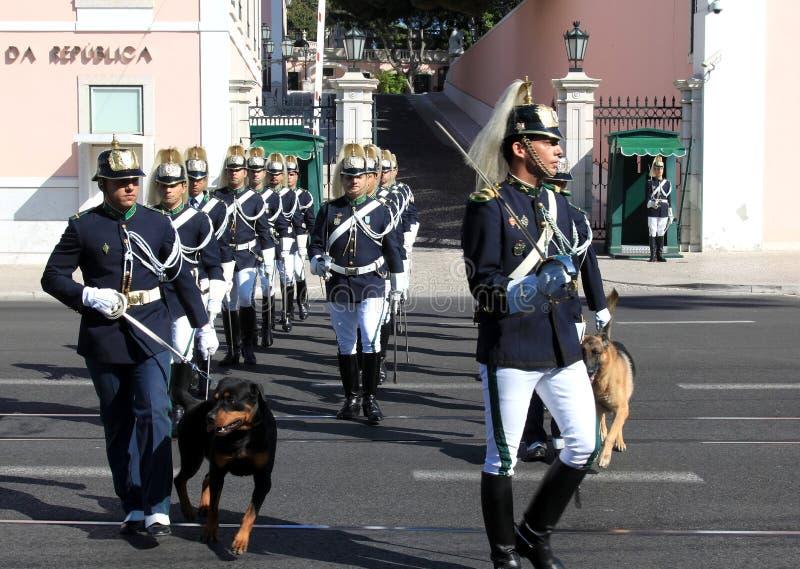 ceremoniell ändrande guard lisbon portugal royaltyfri foto