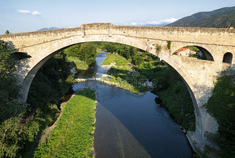 Ceret (比利牛斯,法国) :历史的桥梁 库存图片