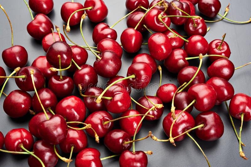 Cerezas maduras frescas imagen de archivo