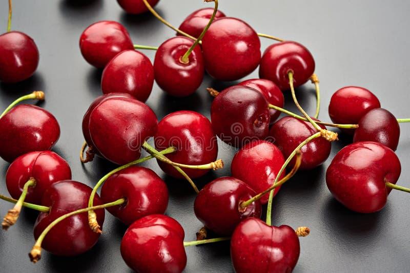 Cerezas maduras frescas foto de archivo libre de regalías