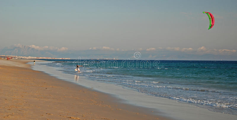 Cerf--surfer à Tarifa images stock