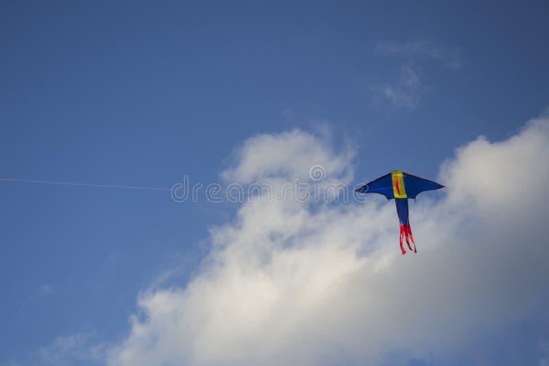 Cerf-volant de dragon sur le ciel photos stock