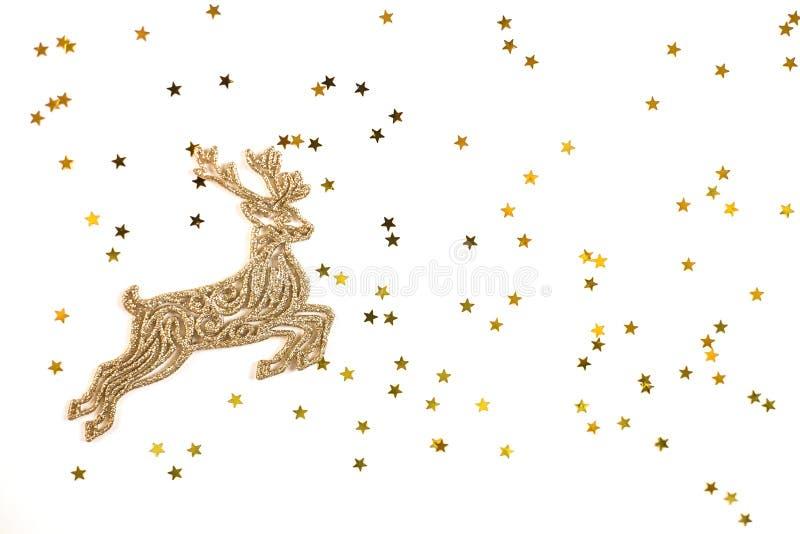 Cerfs communs d'or de Noël sur le fond d'or d'étoiles image libre de droits