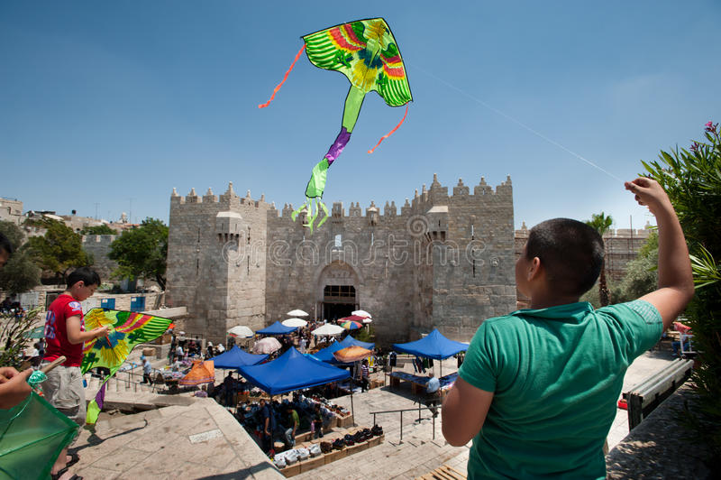 Cerfs-volants au-dessus de Jérusalem images stock