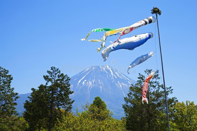 Cerfs-volants de carpe de Koinobori de Japonais image libre de droits