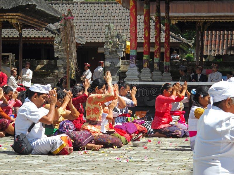 Cerimónia do Balinese no templo fotos de stock royalty free