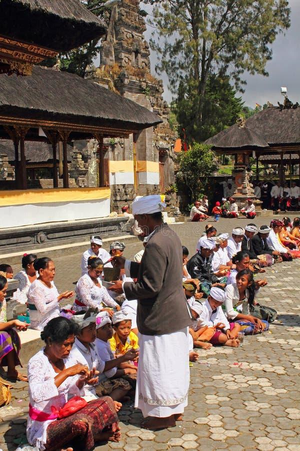 Cerimónia do Balinese no templo fotos de stock