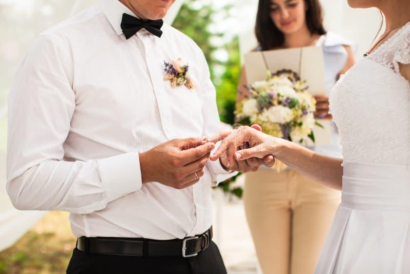 A cerimônia de casamento fotos de stock