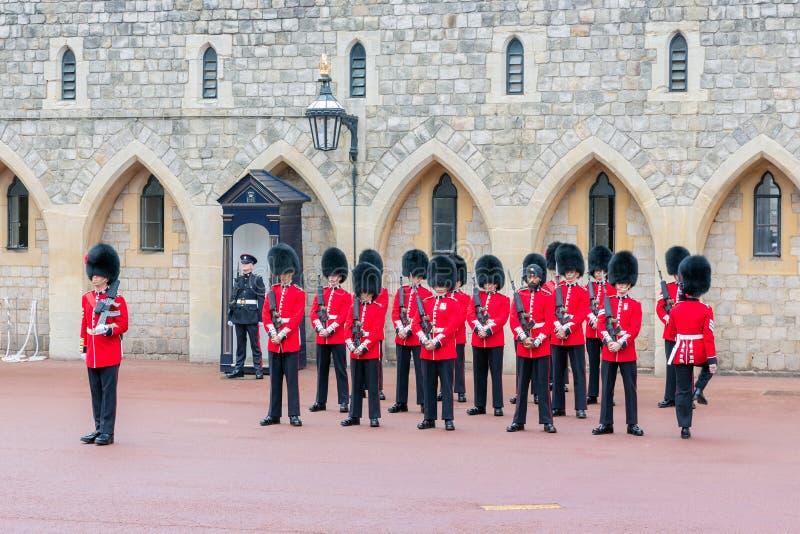 Cerimônia em mudança do protetor em Windsor Castle, Inglaterra foto de stock royalty free