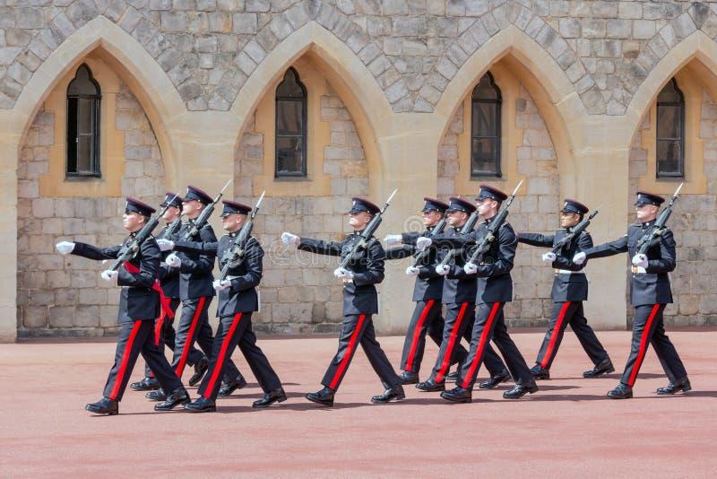 Cerimônia em mudança do protetor em Windsor Castle, Inglaterra imagem de stock royalty free