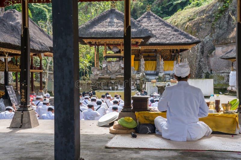 Cerimônia religiosa em Puru Gunung Kawi na ilha hindu de Bali, Indonésia imagens de stock royalty free
