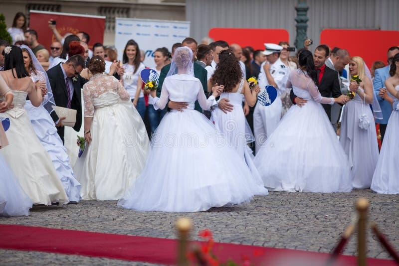 Cerimônia de casamento coletiva tradicional em Belgrado 6 foto de stock
