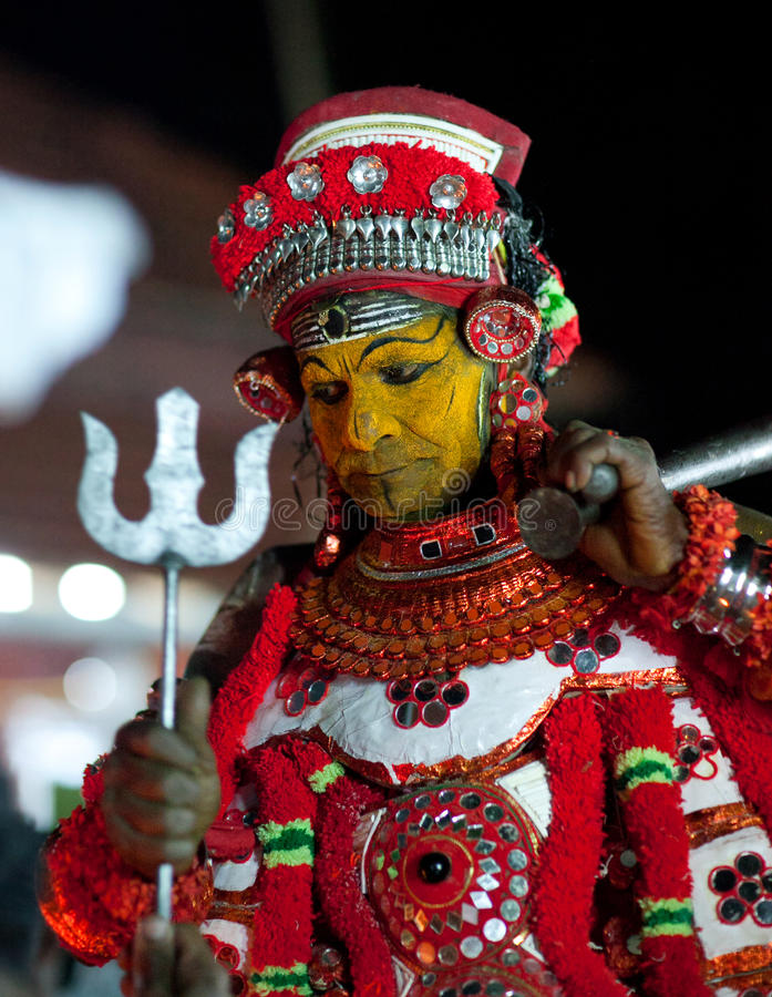 Cerimônia de Theyyam no estado de Kerala, Índia sul imagens de stock