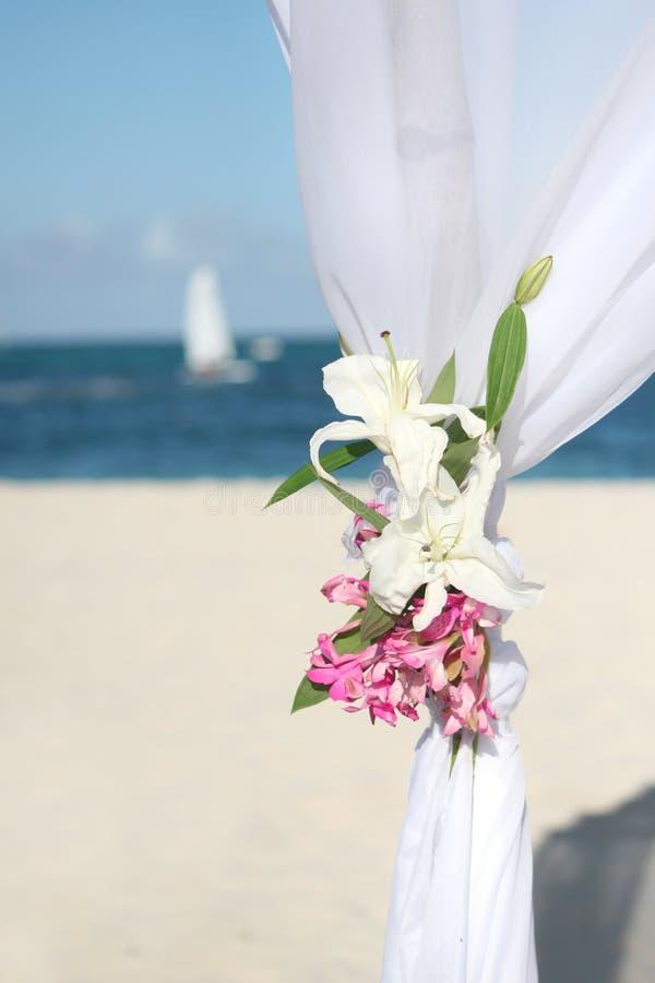cerimonia nuziale dell'oceano del gazebo della spiaggia immagini stock