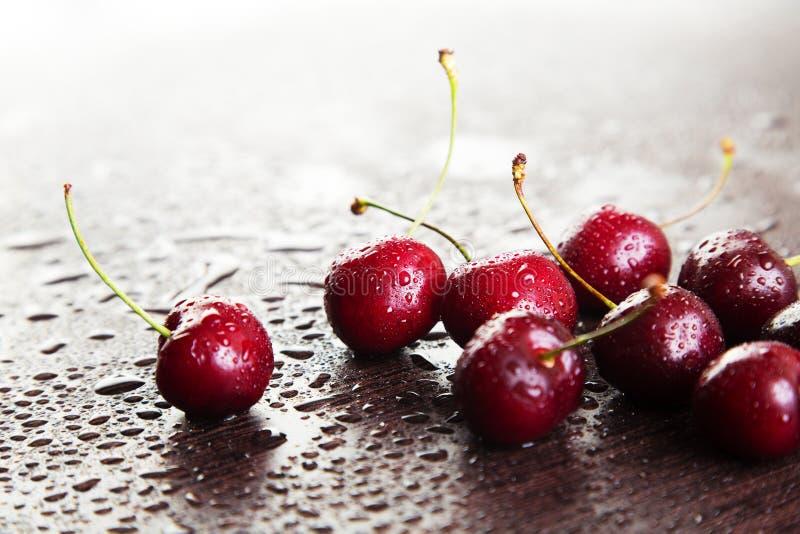 Download Cerises rouges photo stock. Image du propre, agriculture - 77158026