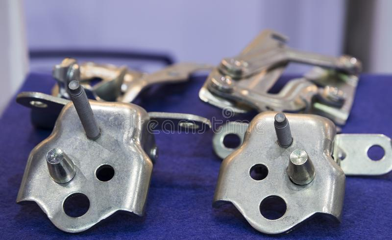 Cerniera dell'automobile e parti di timbratura immagine stock
