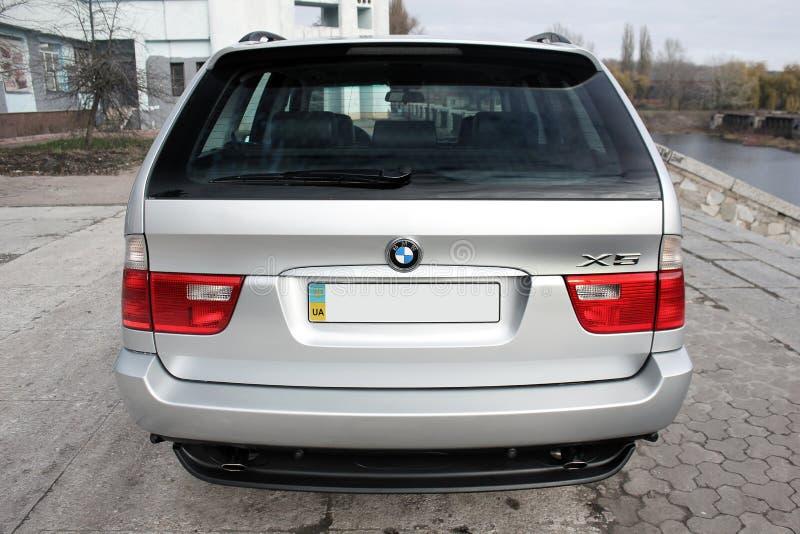 Cernigov, Ucraina - 8 novembre 2017 Automobile fuori strada grigia BMW X5 immagini stock