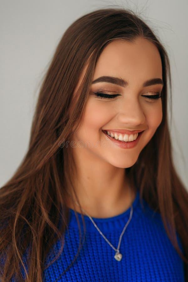 Cerrado modelo ella ojos para mostrarle maquillaje imágenes de archivo libres de regalías