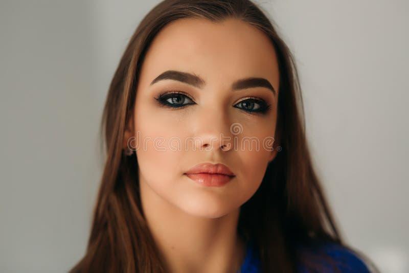 Cerrado modelo ella ojos para mostrarle maquillaje fotos de archivo libres de regalías