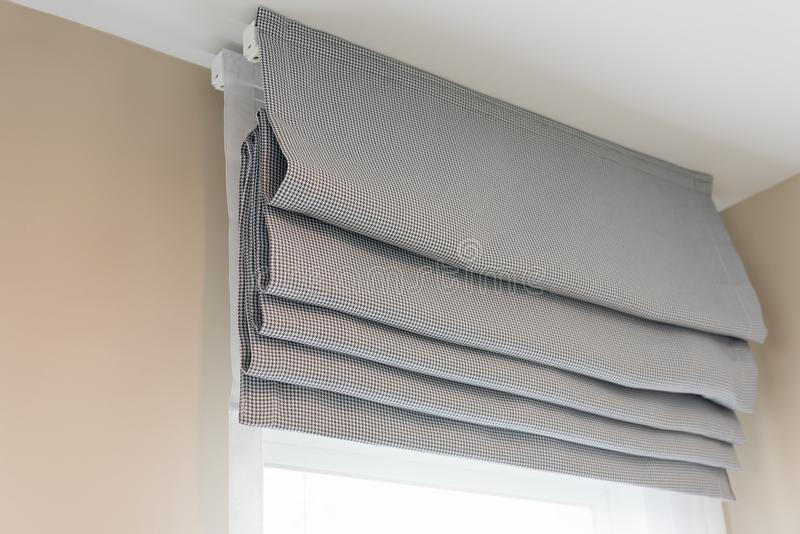 cerrado para arriba de la cortina gris hermosa fotografía de archivo libre de regalías