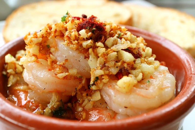 Cerrado-para arriba del al español Mouthwatering Ajillo del camarón o de los espicanardos del ajo del estilo imagenes de archivo