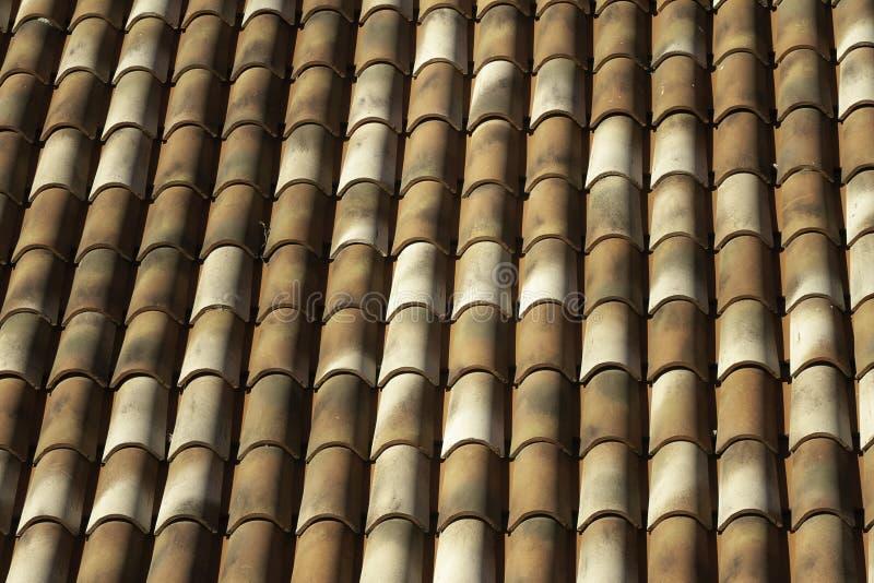 Cerrado para arriba del tejado rojo y brownclay tradicional de las tablas en Palermo Sicilia fotografía de archivo