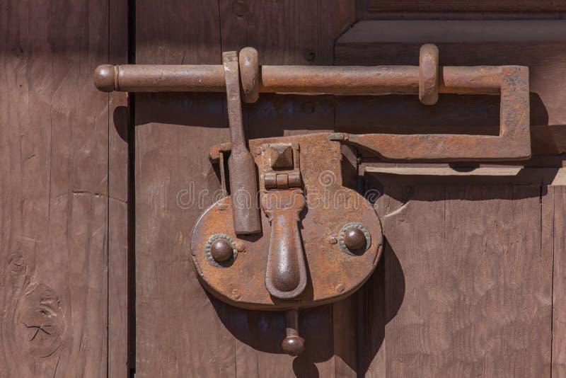 Cerradura antigua del hierro imagenes de archivo