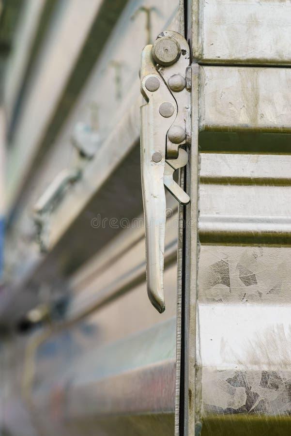 Cerradura de la manija del metal semi del remolque fotos de archivo libres de regalías
