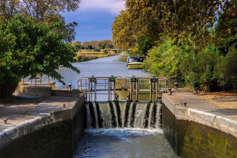 Cerradura del agua de Canal du Midi fotos de archivo