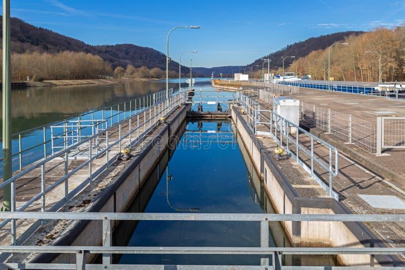 Cerradura del canal principal de Danubio cerca de Kelheim fotos de archivo