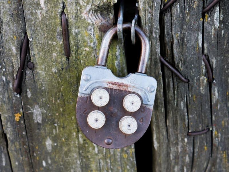 Cerradura oxidada del vintage fotos de archivo