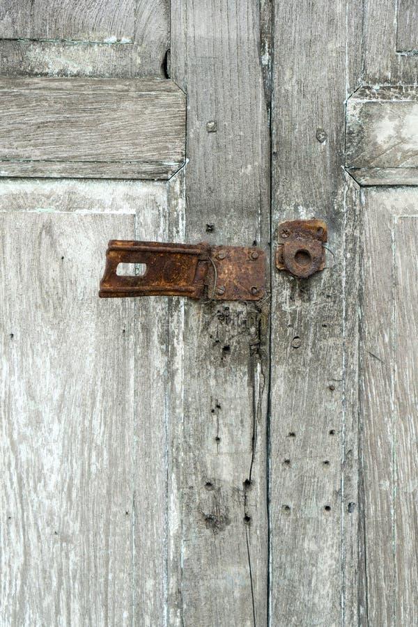 Cerradura oxidada vieja del metal imagenes de archivo