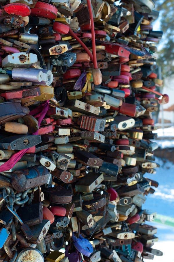 Cerraduras cerradas como símbolo de la fidelidad en el matrimonio foto de archivo libre de regalías