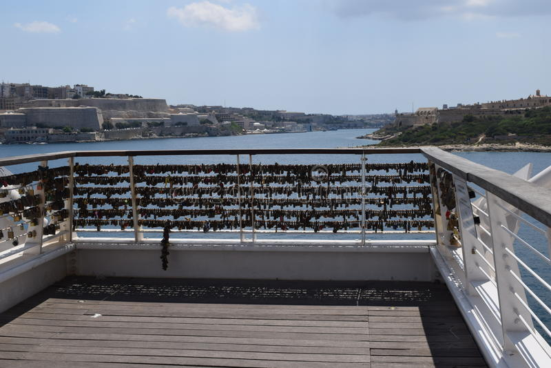 Cerraduras del amor en el punto de Tigne, Sliema malta fotos de archivo