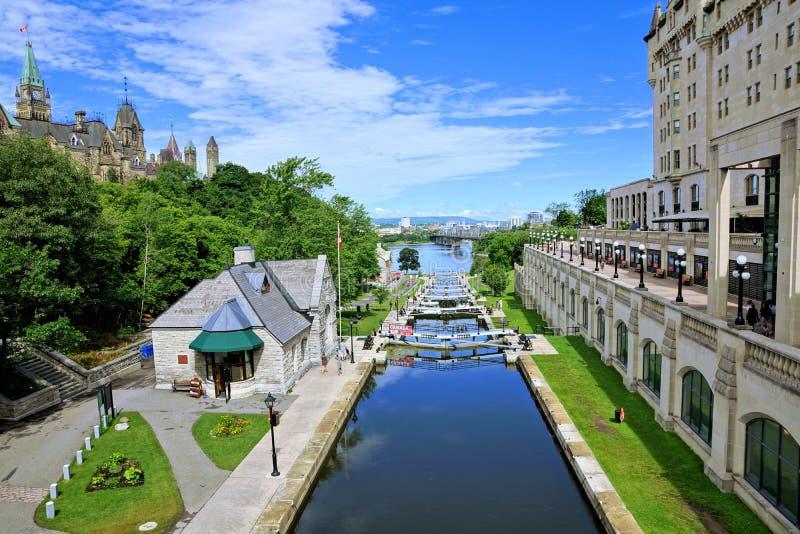 Cerraduras del canal de Rideau cerca de la colina del parlamento, Ottawa, Ontario, Canadá fotos de archivo libres de regalías