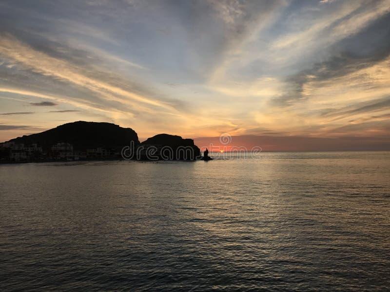 Cerro Azul θάλασσας ηλιοβασιλέματος τοπίων παραλία Περού στοκ φωτογραφία με δικαίωμα ελεύθερης χρήσης