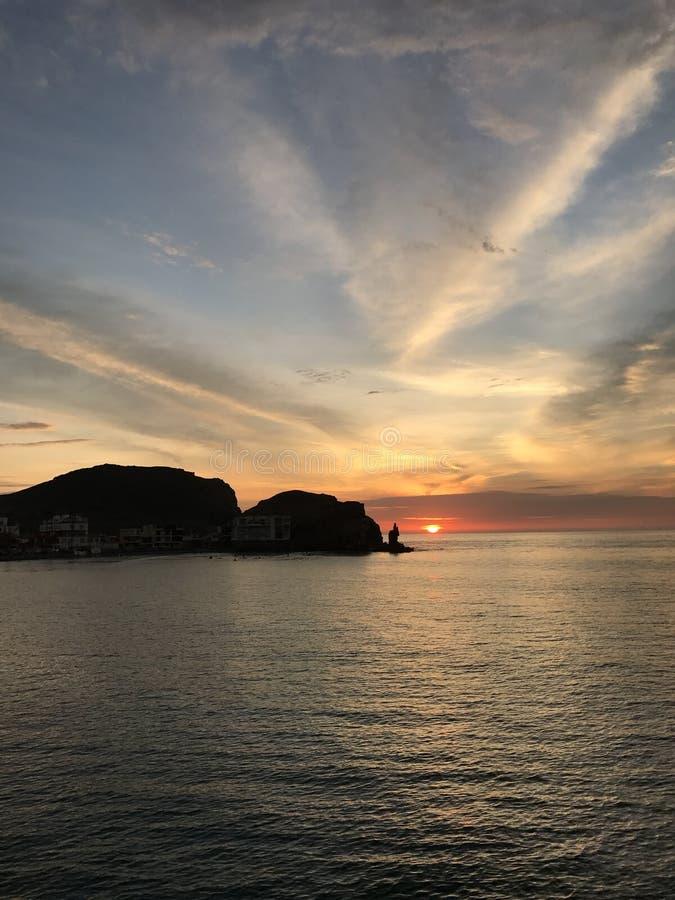 Cerro Azul λιμένων ηλιοβασιλέματος παραλία στοκ εικόνες