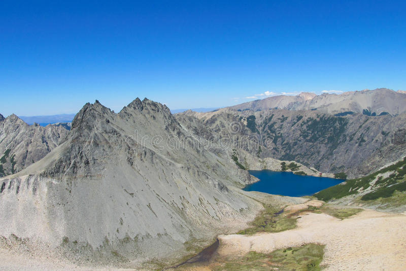 Cerro Catedral los Andes se extiende y lago, la Argentina fotos de archivo libres de regalías