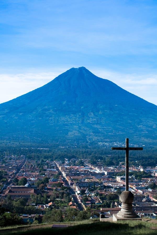 Cerro de la Cruz och Aguavulkan fotografering för bildbyråer