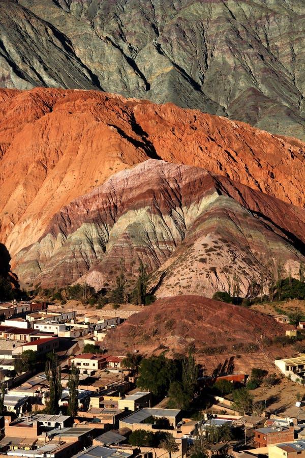 Cerro de siete colores i nordvästliga Argentina arkivbild