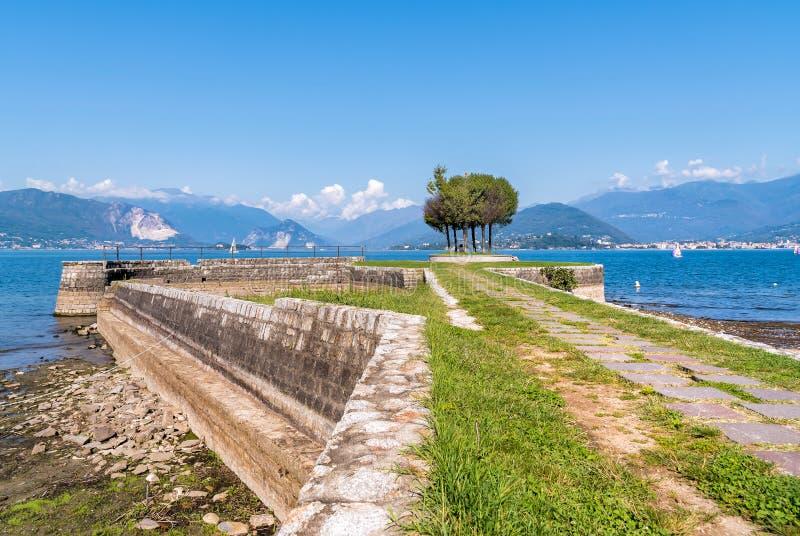 Cerro, is een fractie van Laveno Mombello op de kust van Meer Maggiore royalty-vrije stock fotografie