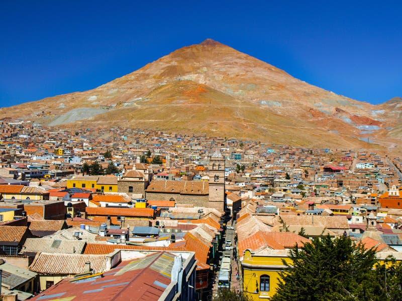Cerro Rico Mountain sobre Potosi en Bolivia imágenes de archivo libres de regalías