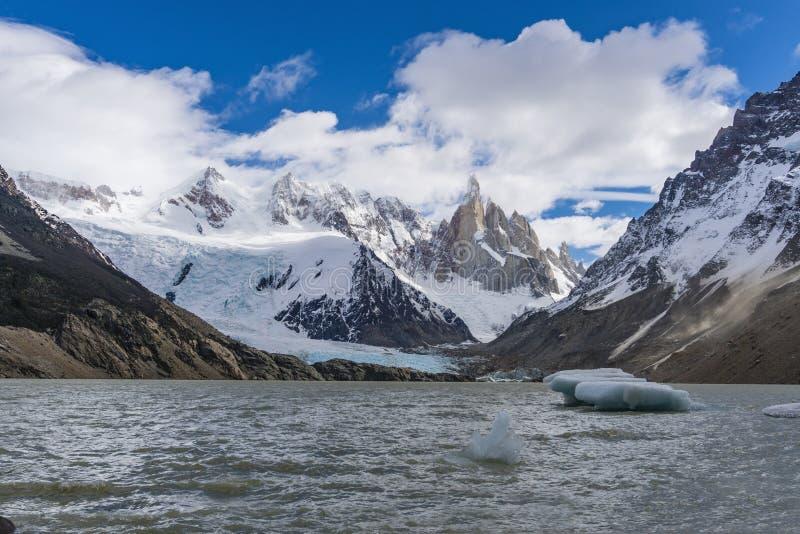 Cerro Torre góra, lodowiec i góra lodowa przy Los Glaciares parkiem narodowym w Argentyna, obrazy stock