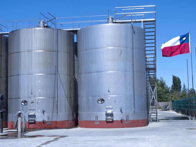 Certains wine les cuves de fermentation métalliques images libres de droits